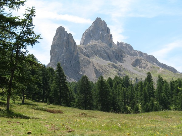 independent walking holiday alps France GR 5 limestone peaks